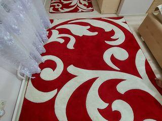Vind covor in stare foarte buna la 1700 lei!!!!!(oferim cadou draperie la fel culoarea rosie!!!)