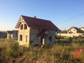 Casa nefinisata cu 6 ari de pamant la Cricova