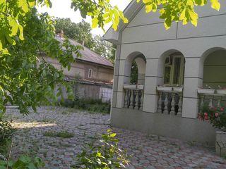 se vinde casa in stil traditional