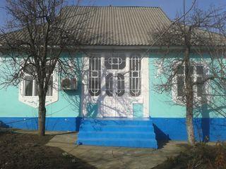 Se vinde casa pe pamint