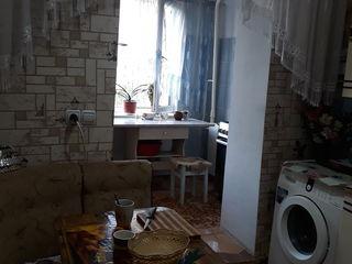 Apartament cu3 odai mobilat plus garaj alaturi