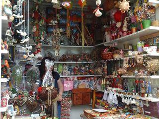 Центр.рынок продам действующий бутик с ходовым празднечным товаром