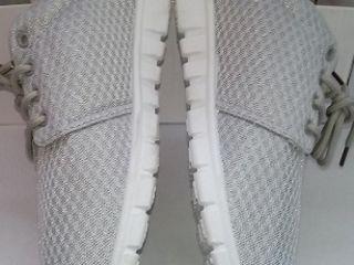 Новые кроссовки. Размер 42.
