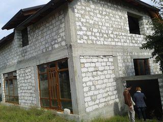 Casa 70% finisata pe 7.5 ari, Ciorescu, Materiale de calitate superioara