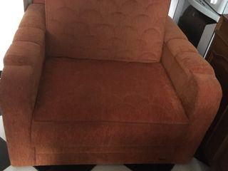 Кровать - кресло раскладное  в 3 сложения - 2500 лей . Состояние отличное .