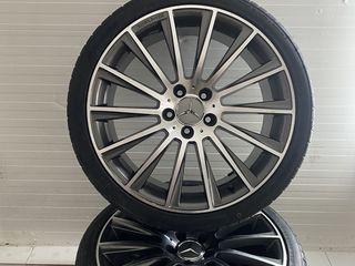 Mercedes AMG R19    275/30  245/35