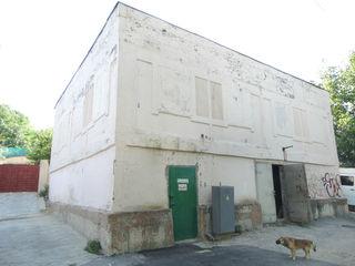 Loc bun pentru un depozit sau un bloc locativ! 200 m2!
