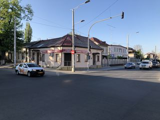 Spatiu comercial in centru Chisinaului la intersectia a 2 strazi principale,V.Alecsandri cu Columna