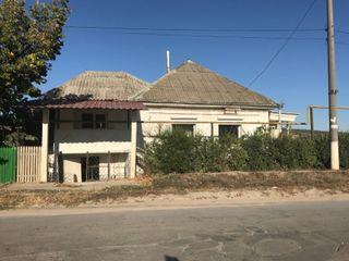 Дом на первой линии с коммерческим помещением, рядом с остановкой общ. транспорта