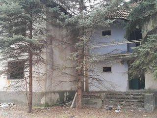 """Две гостиницы (под снос/реконструкцию) Оргеев """"Doi Haiduci"""" , 22сот под строительство"""