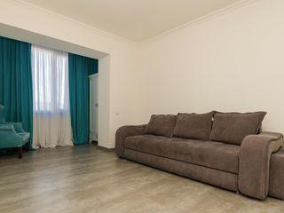 Centru, se oferă în chirie apartament cu 2 camere, 70 m.p, 500 €