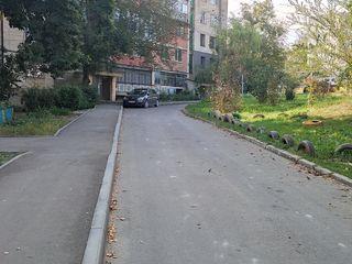 Apartament cu 3 odai + living, Ciorescu, incalzire autonoma, Seria 102.