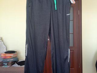 Спортивные штаны от американского производителя hind, размер М - 250 лей.