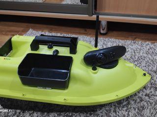 Barca de dus mincarea pentru peste, spining