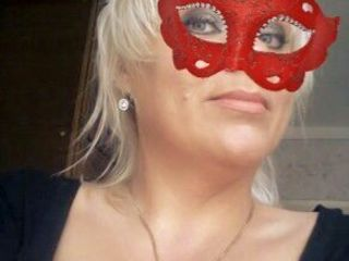 Опытная массажистка бюст 5 опытная!! 40лет грудастая блондинка!! На рышкановка неопытным