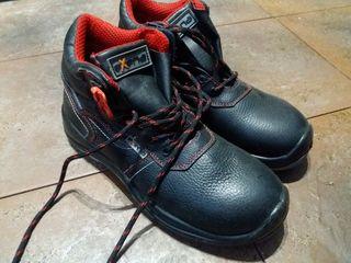 Рабочие ботинки с металлическим носком 42 размер.
