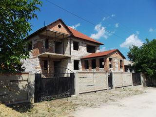 Casa  nefinisata la Magdacesti la 11 km de la Chisinau pentru o familie de gospodari!!