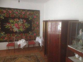 Se vinde  casa ori schimb pe   odae in Chisinau  13 000 eu