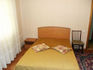 Centru, Stefan cel Mare, apartament cu 2 odai. Stefan cel Mare-  250 euro