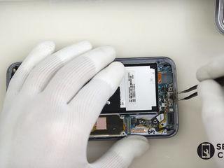 Samsung Galaxy A7 2015 (SM-A700HZWDSEK)  Nu se încarcă smartphone-ul? Înlocuiți conectorul!