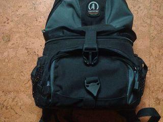 продам отличный рюкзак для фотоаппарата всего за 400 лей, в отличном состоянии