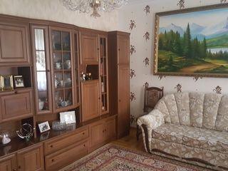 O camera zona ASEM. Pentru un baiat.