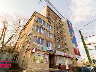 Imobil cu destinaţie comercială cu 4 etaje + subsol la vînzare.