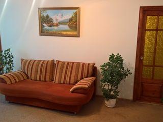 Se vinde apartament mobilat  cu 3 camere, etajul 2,  în or. Căușeni, sector Micro, str. Unirii1/3.