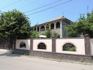 Se vinde casă în orașul Ialoveni, cu suprafata de 200 mp, zona foare buna!