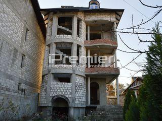 Se vinde casa cu 3 etaje, 300 mp, in sectorul Riscani