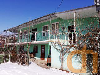 Casa de locuit gata de trai, cu toate conditiile, in centru satului Bardar