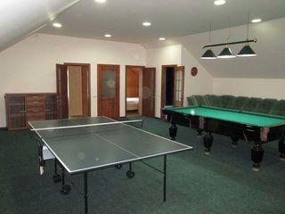 Casa cu euroreparatie, mobila, tehnica, pentru 1sau2 familii, 2 curti si intrari separate, piscina!