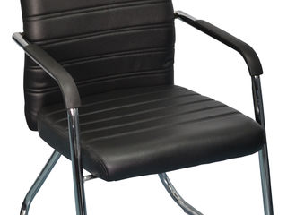 Кресло офисное для посетителя 770 лей.
