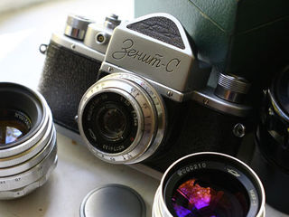 Куплю старый фотоаппарат, объектив. Cumpar aparat foto.