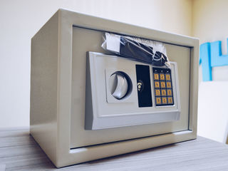Safeuri Electronice.   30cm x 20x20.   Preț 799 lei