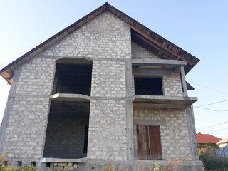 Casa mare cu 2 etaje, mansarda si subsol, construita calitativ la Milestii Mici, 15km de la Chisinau