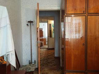 De vinzare apartament cu 3 odai, etajul III, 15 Micro