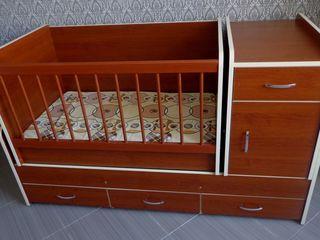 Детская кроватка - трансформер в отличном состоянии (0 - 14 лет). В подарок: ортопедический матрас.