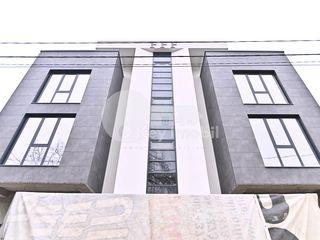 Apartament în casă de lux cu loc de parcare si debara personală ! Varianta albă, 119 mp, Buiucani !