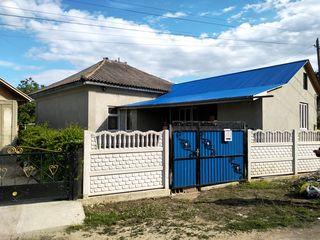 Продается пол дома в центре села Елизаветовка площадью в  90 вк.м. есть водопровод, канализация. Сан