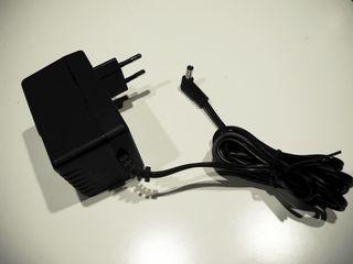 Понижающий сетевой адаптер 220V - 12V переменного напряжения