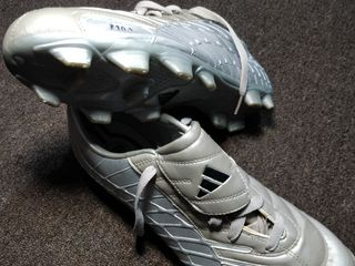 Vând adidas F10 p/u  fotbal, noi