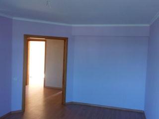 Urgent se vinde apartament cu 3 odai in or.Straseni, cu reparatie capitala.