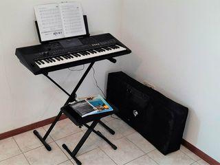 Синтезатор Yamaha PSR E453. Sintetizator, clapa, ionica.