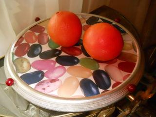 продам крутящуюся тортницу и для любых кондитерских изделий и фруктов за 100 лей