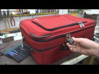 Открываем чемоданы, кейсы, барсетки.