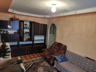 Продается хорошая, сухая 3- комнатная квартира 57 кв. м металлическая входная дверь, пластиковые окн