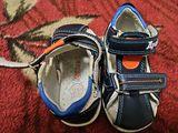 Vînd sandalete în state bună,foarte puţin purtaţi