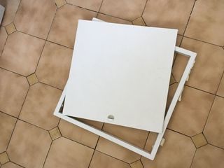 Carcasă cu ușă pentru acces la contoare de apă, etc, 48 x 48 cm, în stare bună, 100 lei.
