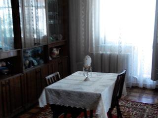 Продам срочно 3-х комнатную квартиру в центре города  Единец